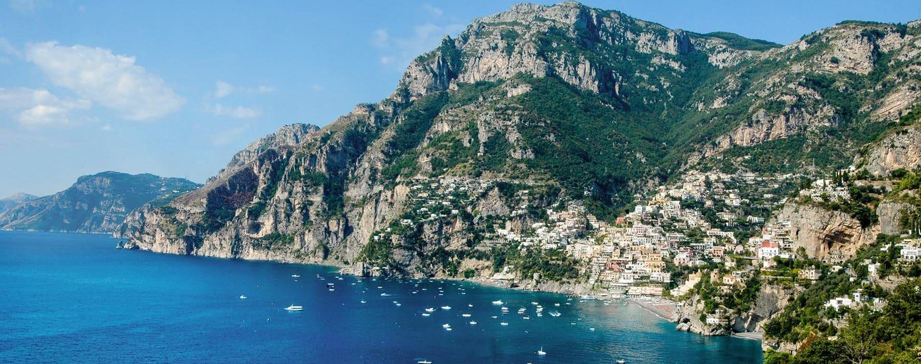 Positano langs Amalfikysten i Italia